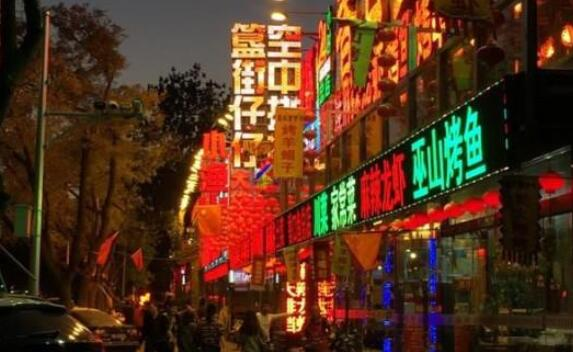 """北京的""""餐饮一条街"""",地处北京二环东直门内"""
