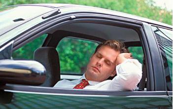 高温天气用车需要注意些什么,怎么才能避免车辆自燃?