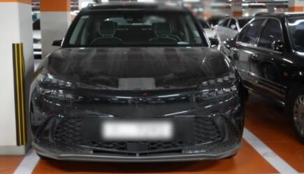 捷尼赛思GV60实车图曝光:前灯采用分体式设计,让其看上去非常犀利