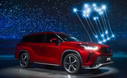 一汽丰田皇冠陆放共推出两驱版与四驱版共6款车型,售价27.58万元-35.08万元