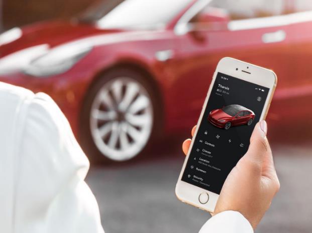 特斯拉更新Autopilot,可在夜间探测到应急车辆并减速