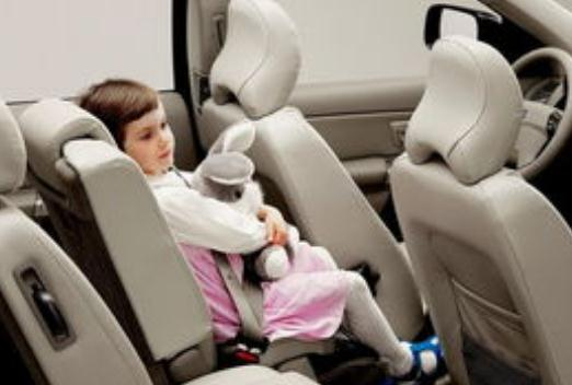 带孩子开车出行,为什么一定要安装汽车安全座椅