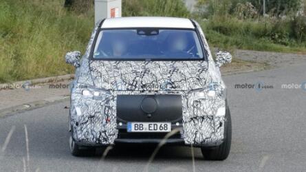 奔驰EQE SUV量产车路试谍照曝光,将于明年初正式亮相