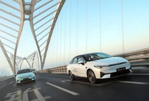 小鹏 P5 首次试驾评测 舒适驾控与智能空间定义家轿新标准