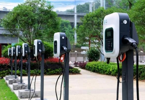 """经历了""""等桩""""风波之后,新能源汽车的痛点如何解决?"""